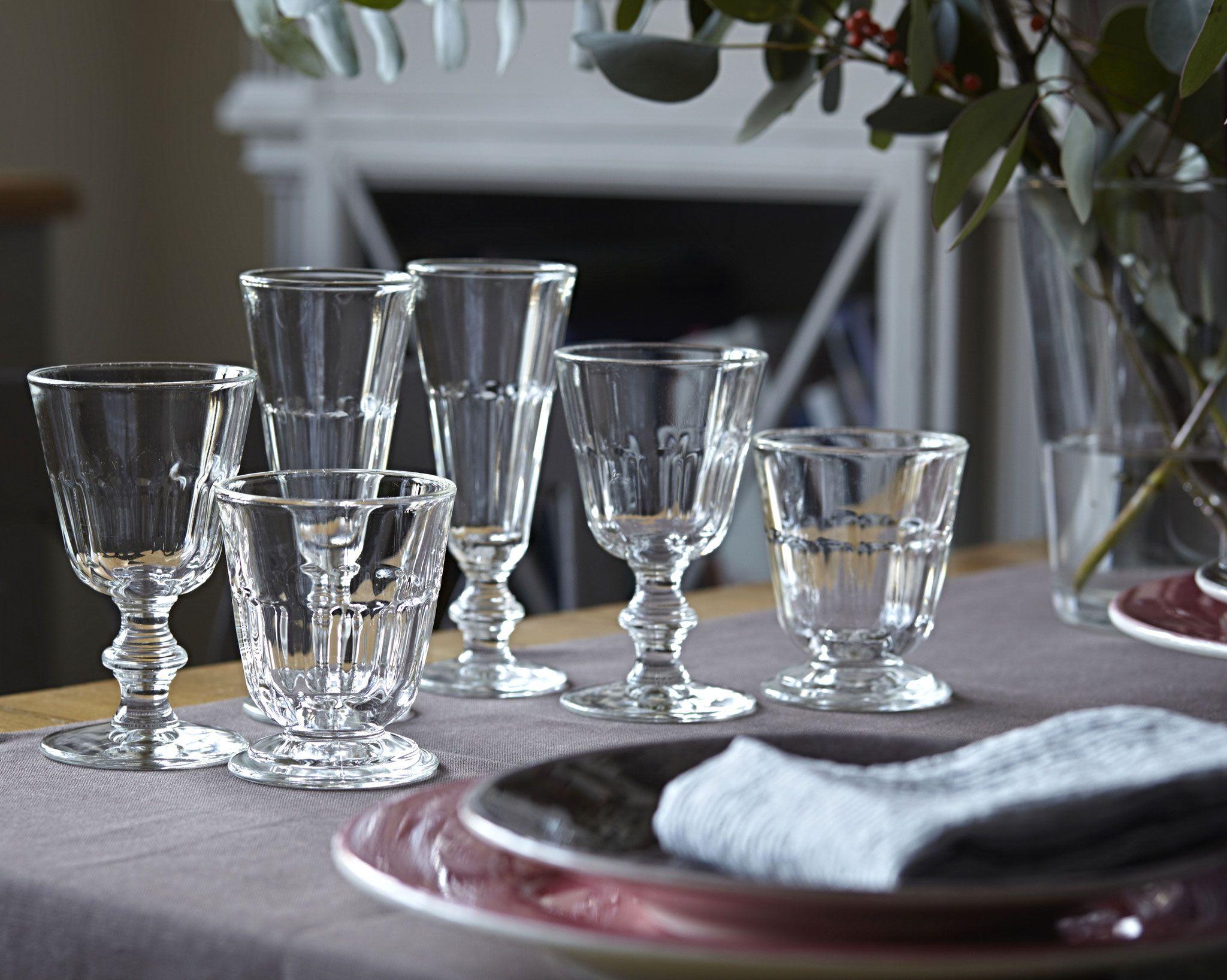 Vorbereitungen Fur Ein Dinner Mit Freunden Franzosische Glaser Von La Rochere Weinglas Sektglas Wasserglas Im Rustikalen Schick Wasserglas Glas Weinglas