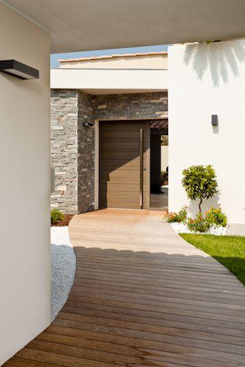 Porte du0027entrée bois Belu0027M, modèle Manoir Outside da house - allee d entree maison