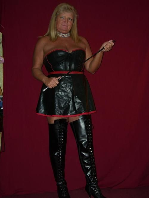 Pin on more dommes