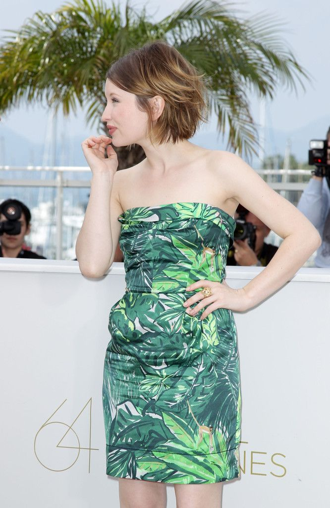 More Pics Of Emily Browning Short Straight Cut Emily Browning