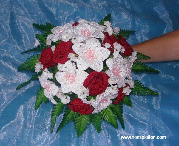 Bouquet Sposa Uncinetto.Bouquet Da Sposa Con Fiori All Uncinetto Fiori All Uncinetto