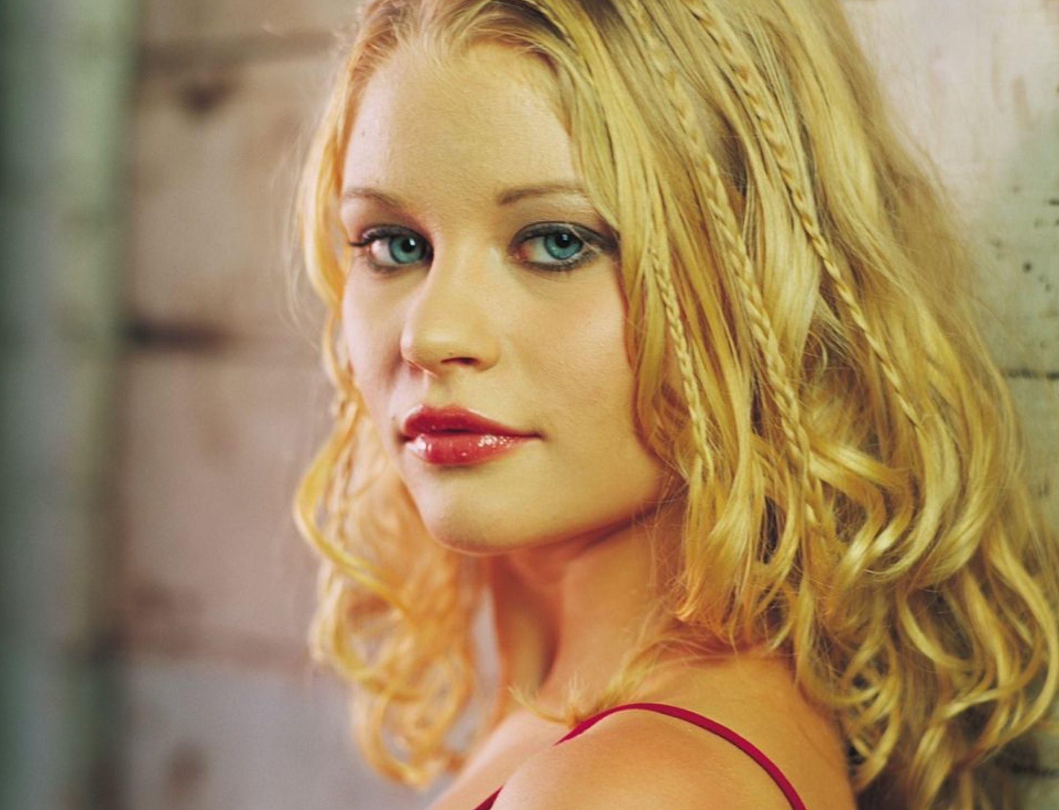 Https Www Facebook Com Groups Thedharmainitativenamaste Emilie De Ravin Celebrity Wallpapers Beauty