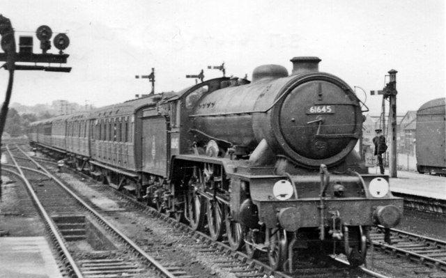 Lner Gresley B17 The Suffolk Regt At Ipswich Steam Trains Uk