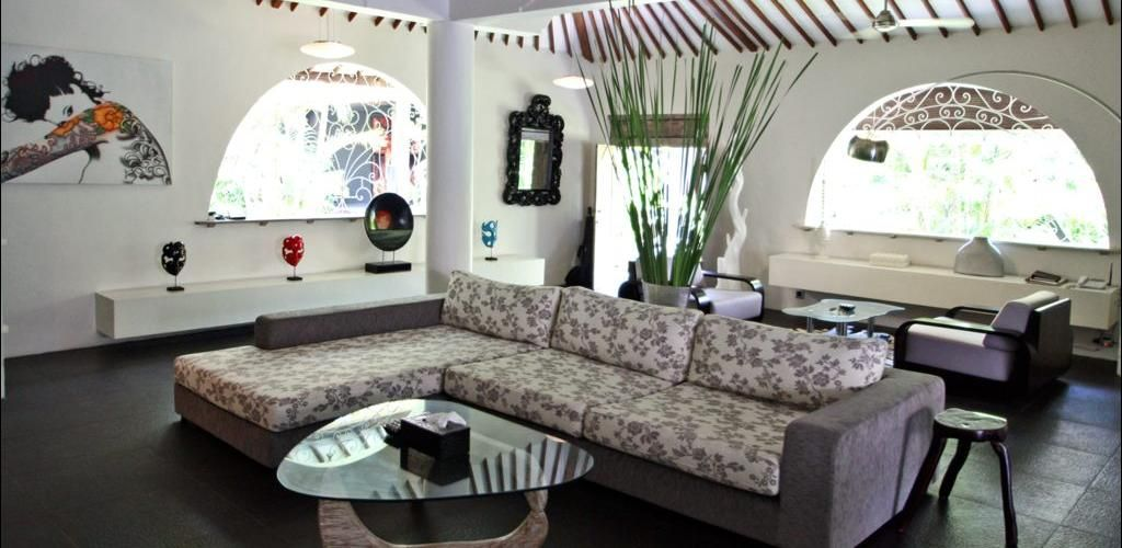 A modern living area in a beautiful 3 bedrooms villa, located in the downtown of #Seminyak #Bali #Luxury  Find more details here :  http://www.balilocations.com/villas/seminyak/bvse121
