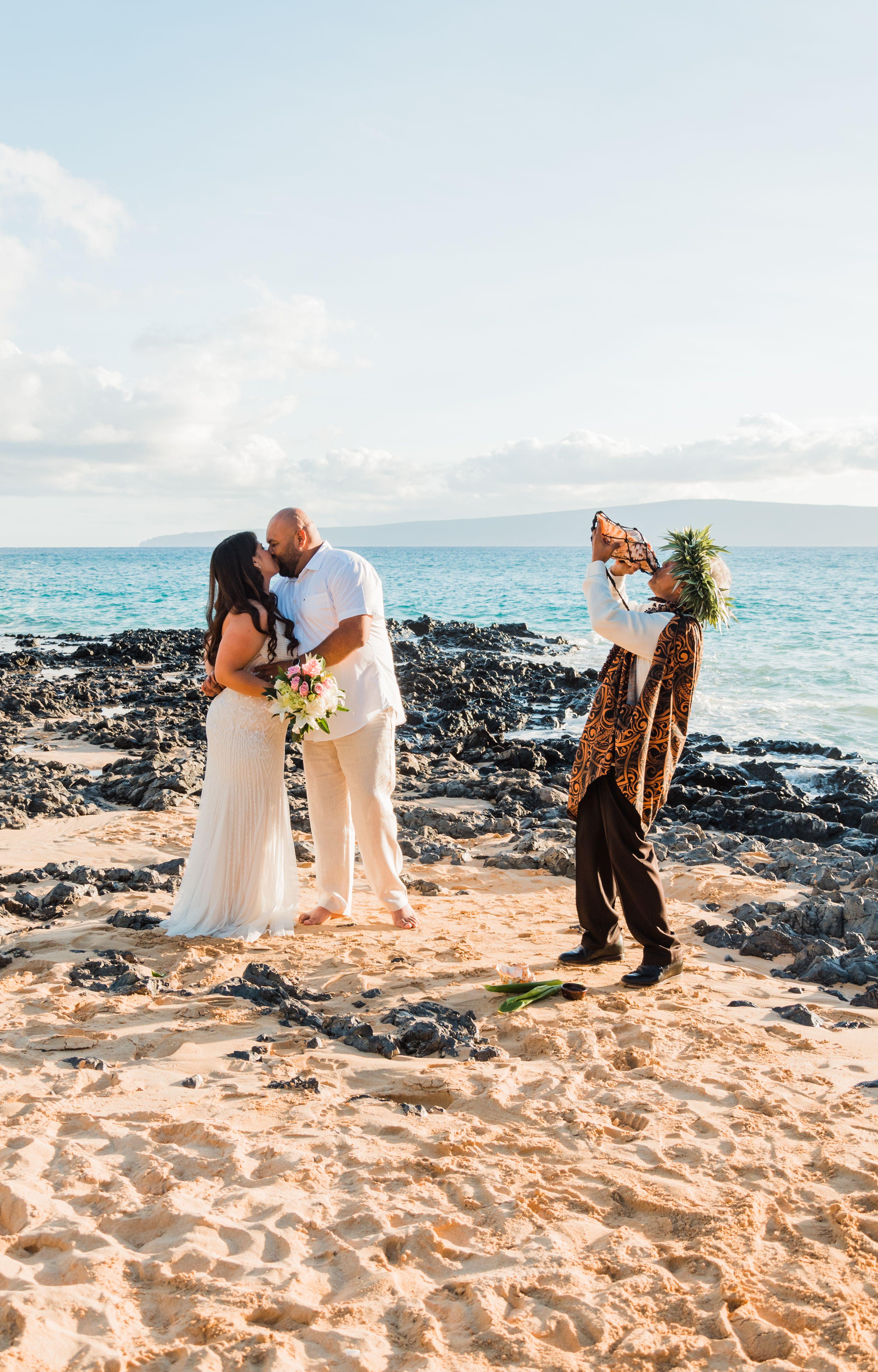 Hawaii Elopement Packages Elope In Hawaii The Easy Way Hawaii Elopement Hawaiian Wedding Dress Hawaiian Wedding [ 5101 x 3265 Pixel ]