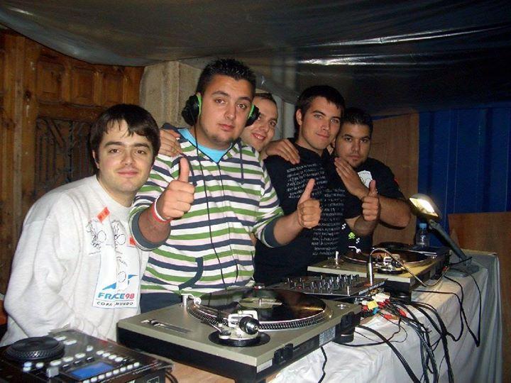 Hace ya 7 años que estuvimos partiéndola en Espinosa junto con grandes amigos. Este año vuelvo a pinchar así que no te lo pierdas! http://buff.ly/1K1vKs6