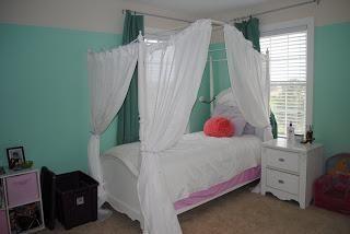 DIY Bedroom Furniture :DIY Canopy Bed : DIY: Princess Bed