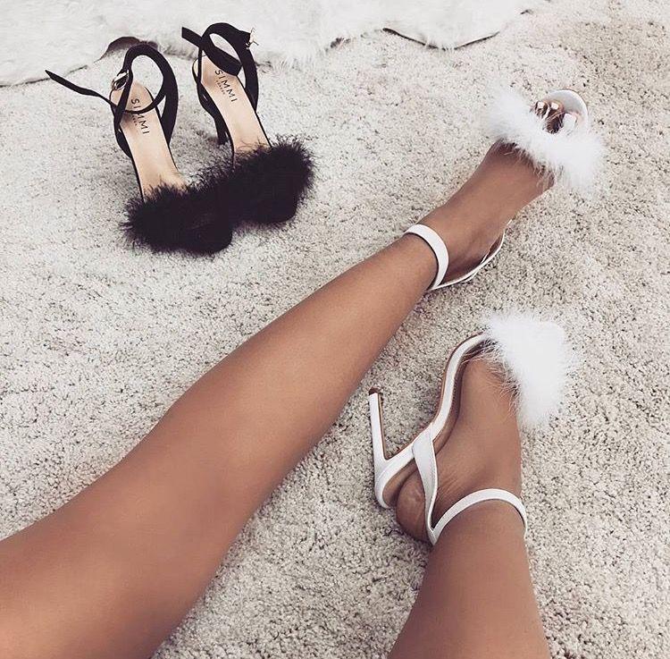 eb2cc051f Sapatos, Sapatos Femininos, Sandálias Femininas, Feminino, Chique, Camurça,  Sapato Aberto Na Frente, Sapatos Com Tira No Tornozelo, Penas