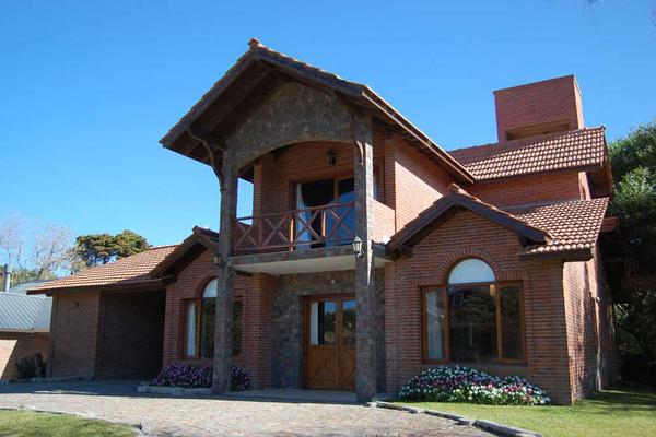 Combinacion De Fachadas De Ladrillo Y De Piedra House Styles House Home