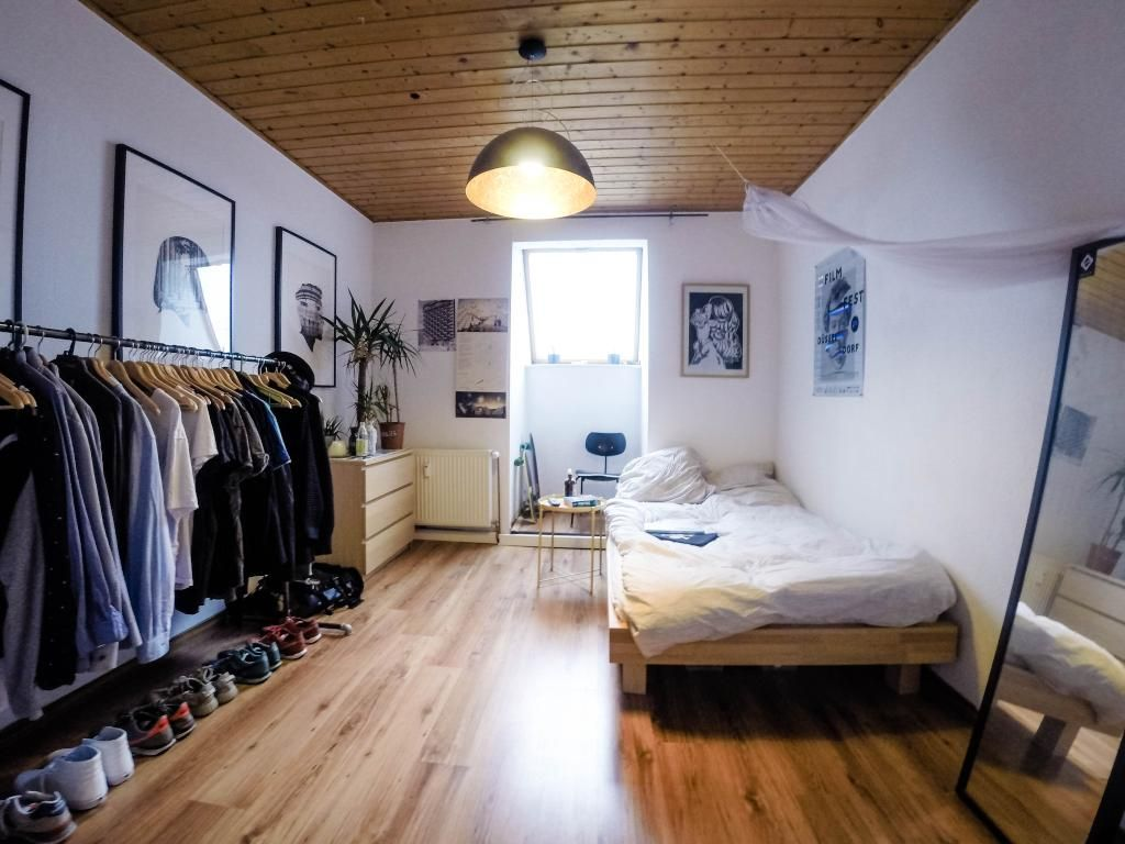 Unglaublich Betten Für Kleine Zimmer Das Beste Von Geräumiges Wg-zimmer Mit Ordentlicher Kleiderstange. #wg #zimmer
