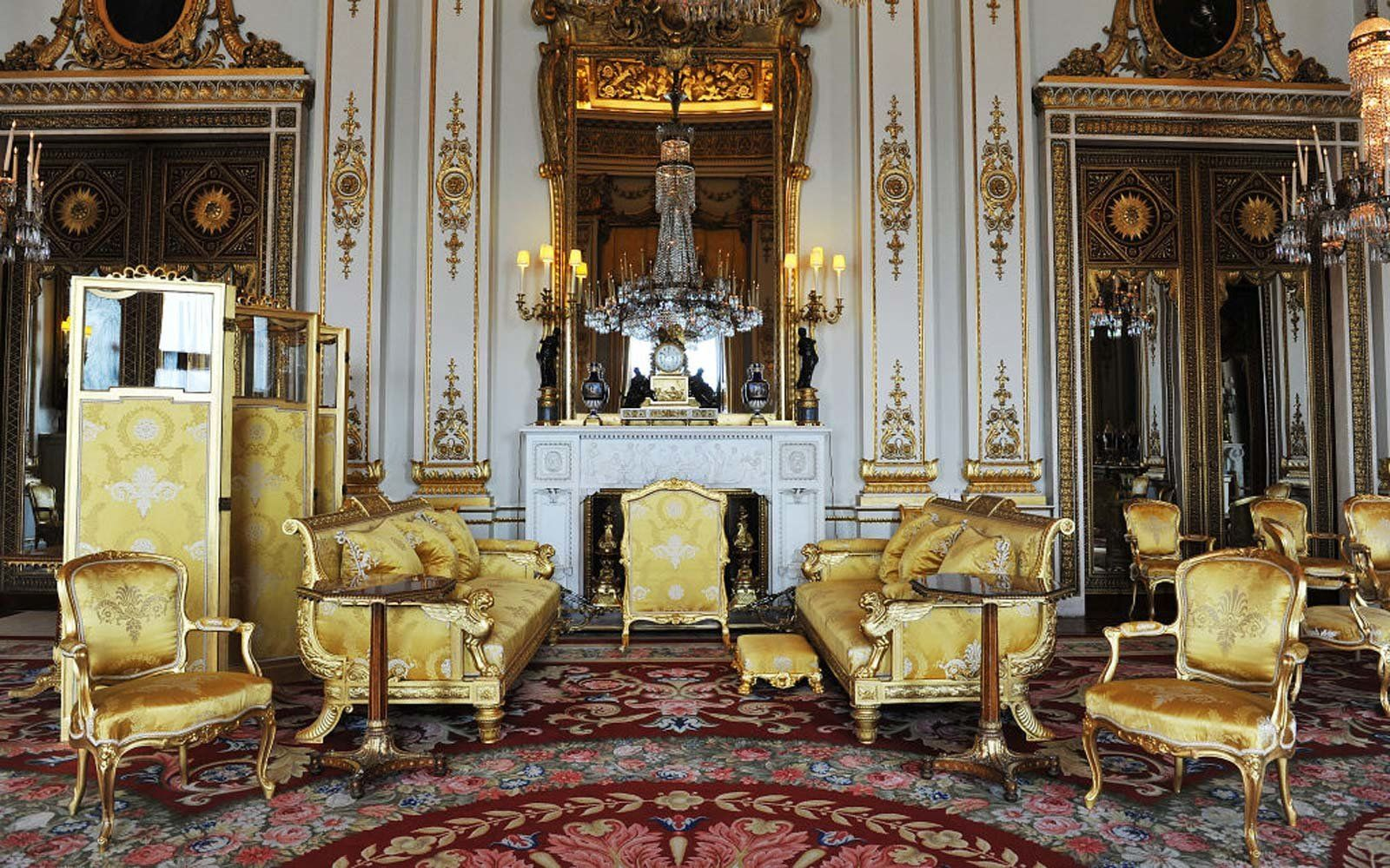You Can Get a Rare Glimpse of Buckingham Palace's White
