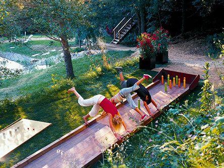 abenteuerspielplatz f r kinder zum spielen im freien spa im garten spielplatz garten. Black Bedroom Furniture Sets. Home Design Ideas