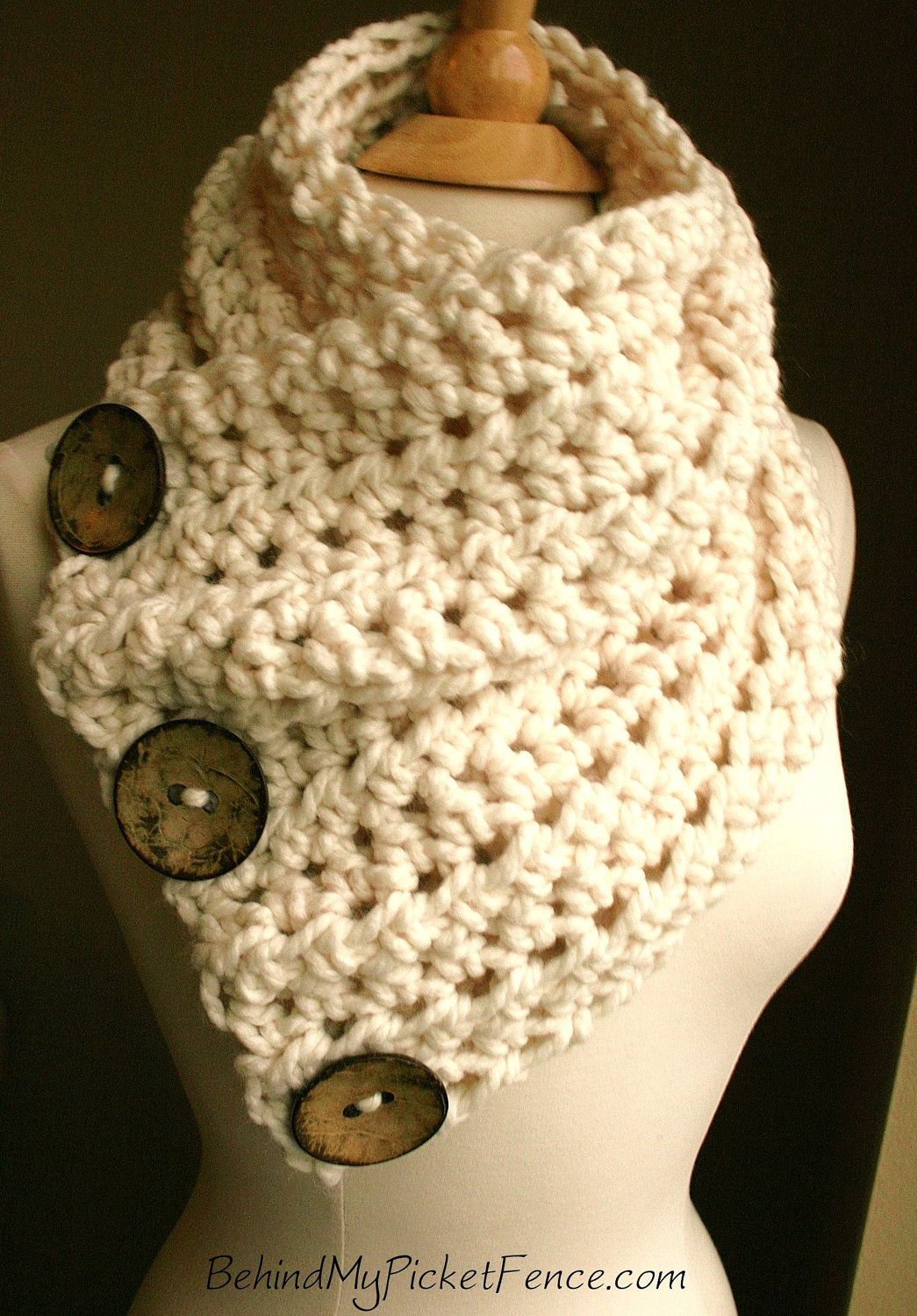 button scarf. so cute, want this! | knit/crochet | pinterest
