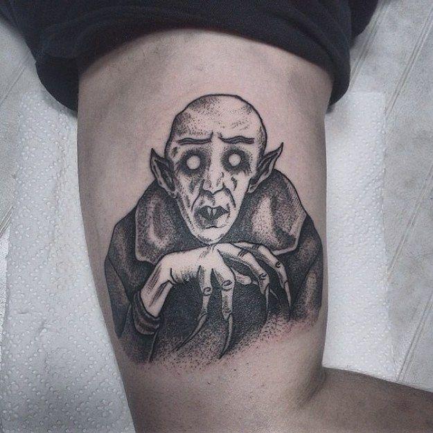 20 Tatuajes blanco y negro aterradoramente hermosos inspirados en Halloween