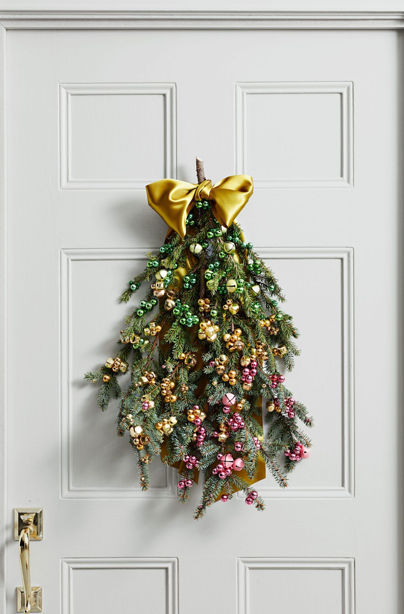 12 Outdoor Christmas Decorations To Make Your Home Festive And Bright Outdoor Christmas Christmas Decorations Christmas Decorations To Make