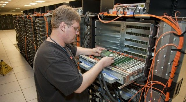 With 16 petaflops and 1.6M cores, DOE supercomputer is world's fastest | Ars Technica    http://arstechnica.com/information-technology/2012/06/with-16-petaflops-and-1-6m-cores-doe-supercomputer-is-worlds-fastest/#