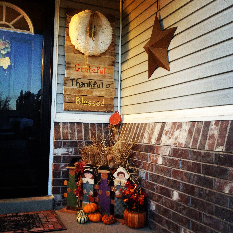 Thanksgiving Porch. Pallet Wood Sign Wreath Hook. Super