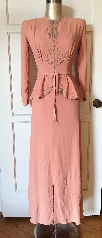 1940 Pink Dress Google Zoeken Pink Evening Dress 1940s Evening Dresses Fashion [ 3000 x 1297 Pixel ]