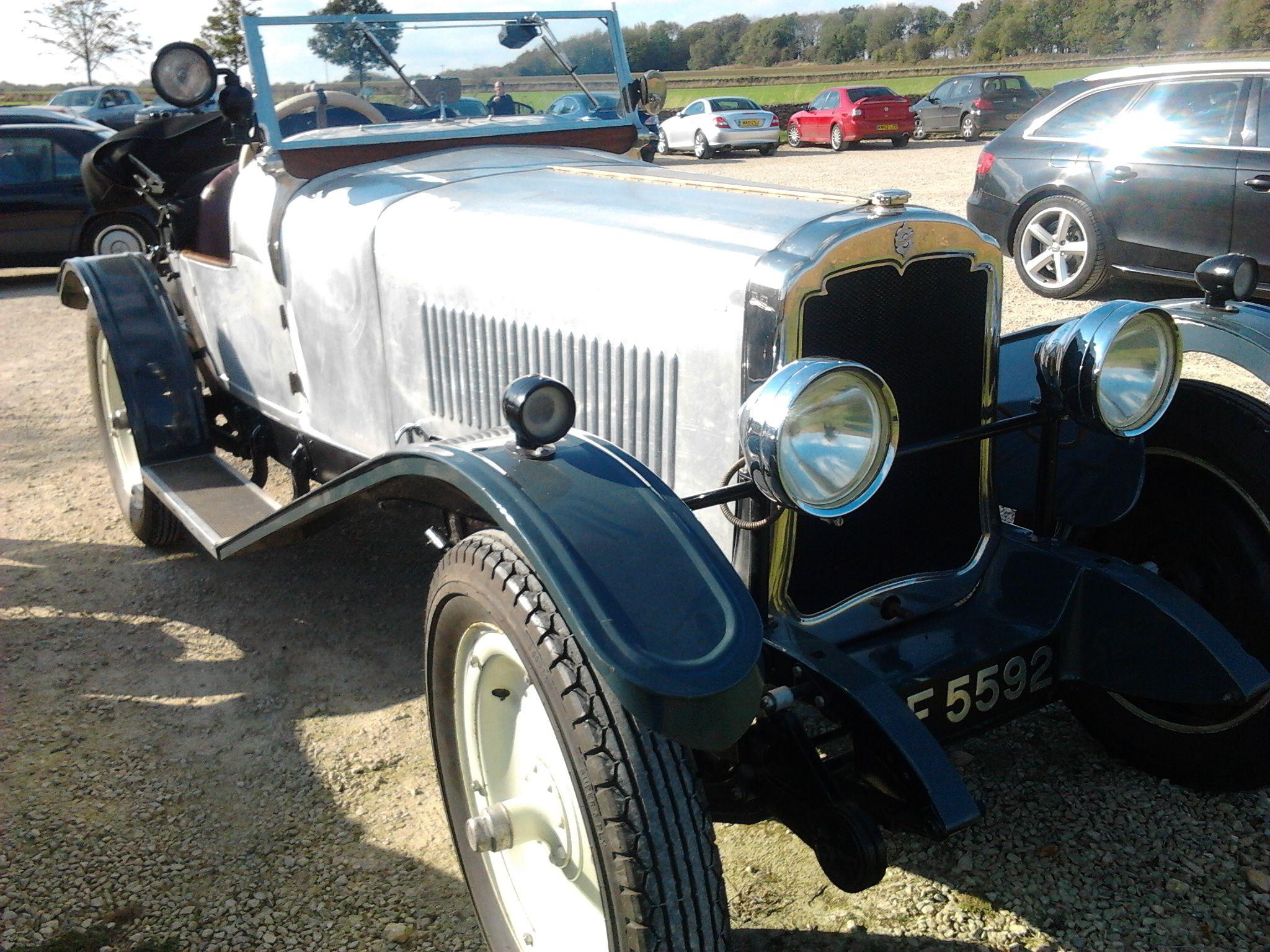 Cars at Lapstones one Saturday morning