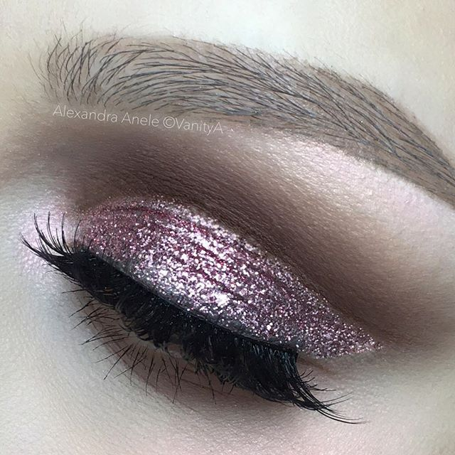 Lil glitter for ya  @nyxcosmetics Glitter in Rose @katvondbeauty Thunderstruck @anastasiabeverlyhills Fawn and Ash Brown and Dip Brow in Taupe @shopvioletvoss Lashes in the style Vamptress #makeup #art #beauty #glitter #nyxcosmetics #anastasiabeverlyhills #alexandraanele
