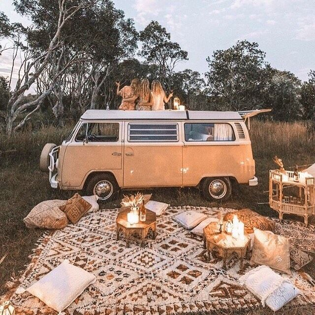 """Light & Lace Bridal Couture on Instagram: """"Wir träumen von warmen Sommerabenden mit unseren liebsten #summernightswithourlovedones Foto via @wanderingfolk"""""""