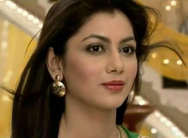 Pragya's Hot Look Can Save Both Abhi and Kumkum Bhagya! | pornima
