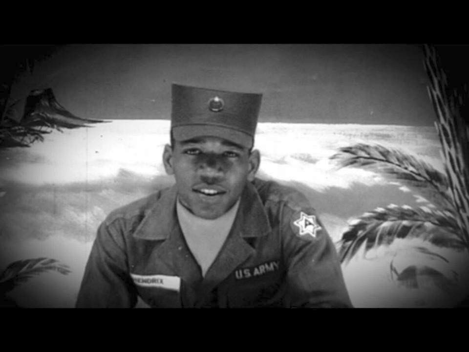 19yr old Jimi Hendrix while a paratrooper in the US Army ...