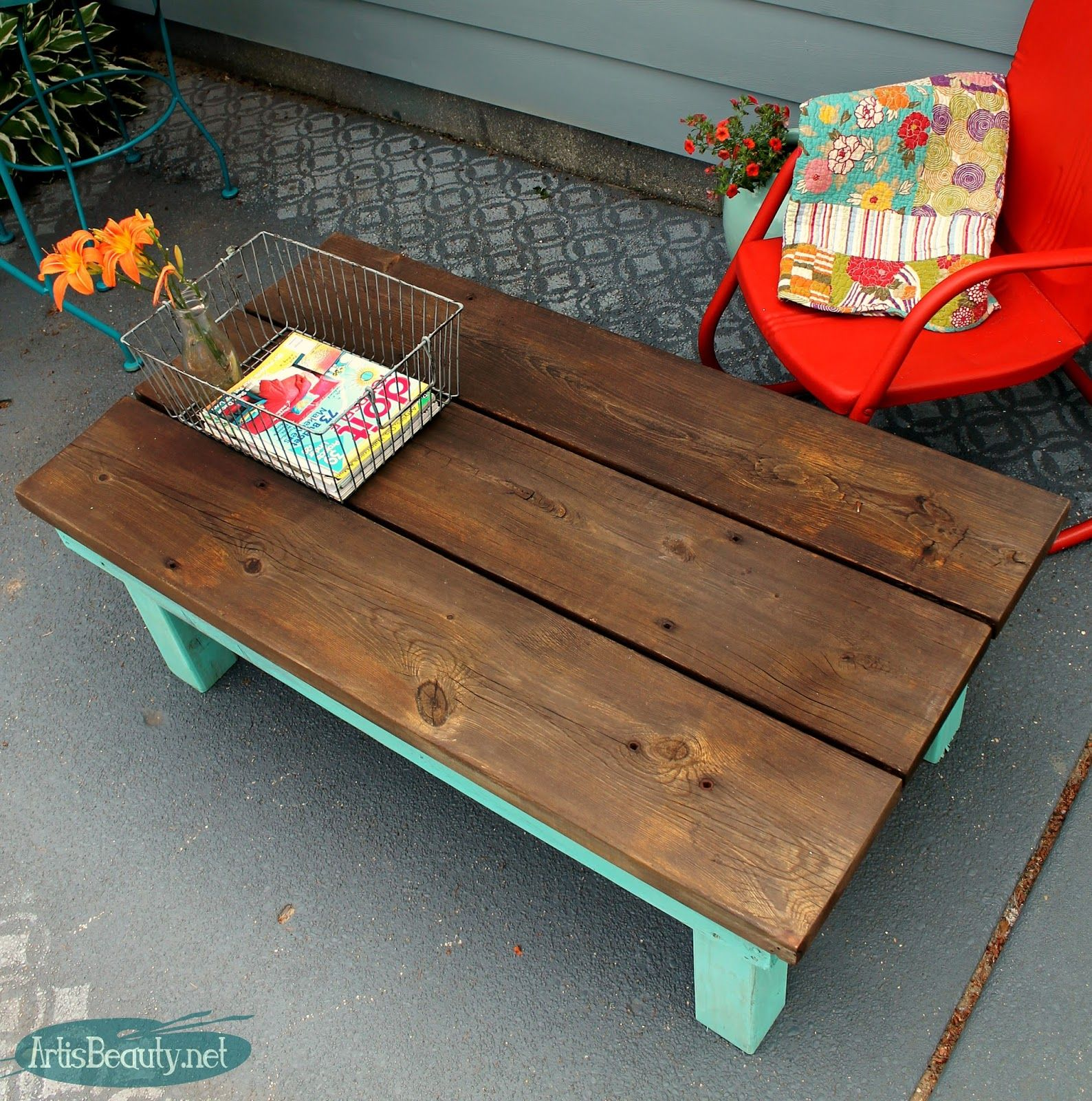 diy build it yourself vintage farmhouse style coffee table from rescued lumber diy projects. Black Bedroom Furniture Sets. Home Design Ideas