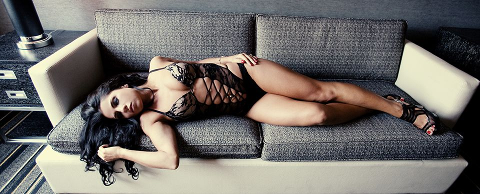a3c246fb7 Boudoir Photo Ideas + Couture Boudoir Photography » Couture Boudoir by  Photographer Critsey Rowe | New