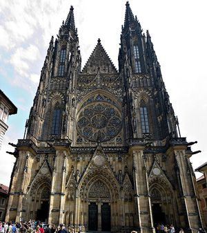 f3dc320339c7 Catedral de San Vito  imponente templo gótico en Praga Gothic Architecture,  Vito, Iglesias