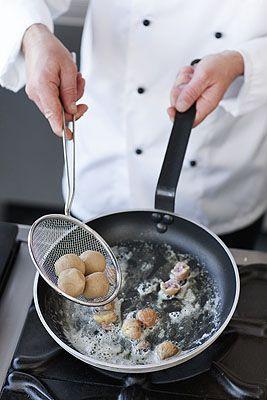 Gnocchi di patate e castagne ripieni di zucca - Scuola di cucina ...