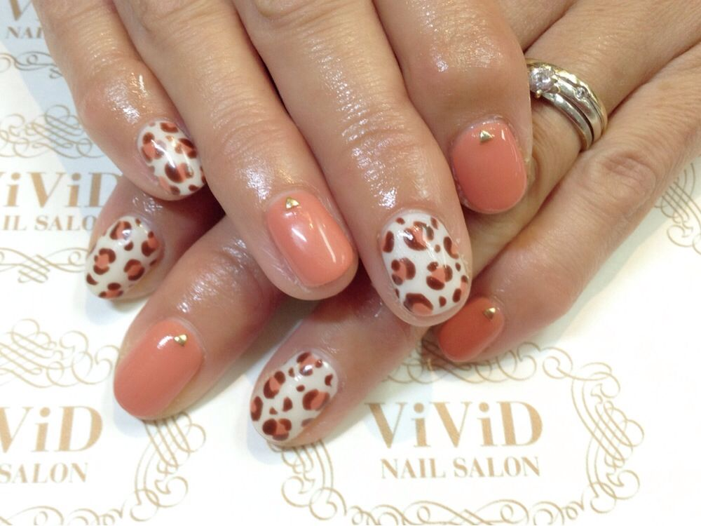 【No.33】one of the most popular pattern is leopard print and you can have different image with your choice of colours! 人気のヒョウ柄も色を変えることでイメージチェンジ! #vividnailsalonsydney#calgel#sydney#nail#nails#nailart#art#nalisalon#gelnail#japanesenailart#ネイル#ネイルアート#ジェルネイル#カルジェル#美甲#指甲