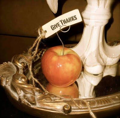 place setting apple.give thanks