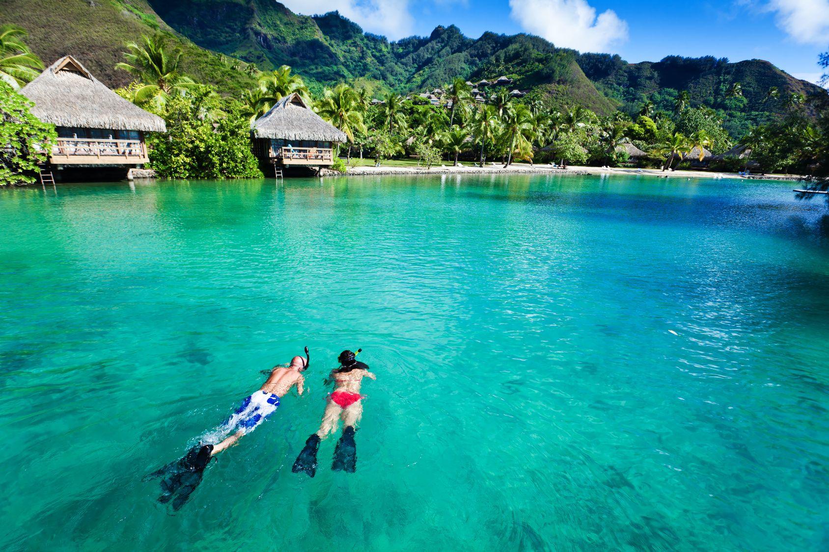 Inutile d'hypothéquer votre maison pour découvrir Tahiti et la Polynésie française. Malgré leur réputation de destination luxueuse très sélecte, ces îles paradisiaques peuvent se visiter moyennant un budget modique - à condition de faire les bons choix.