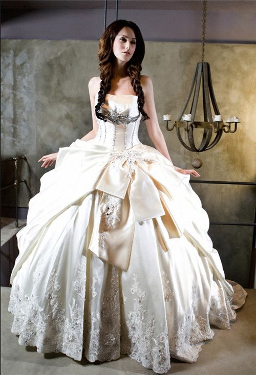Royal fan princess wedding dress design | Jen | Pinterest | Princess ...