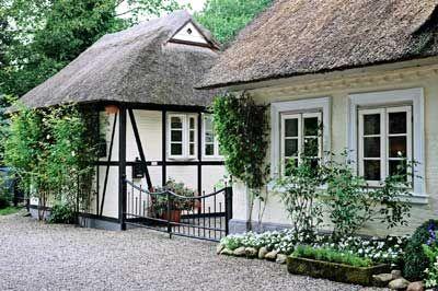 inspirationen: wohnen im reetdachhaus: ein reetdachhaus für die, Garten und bauen