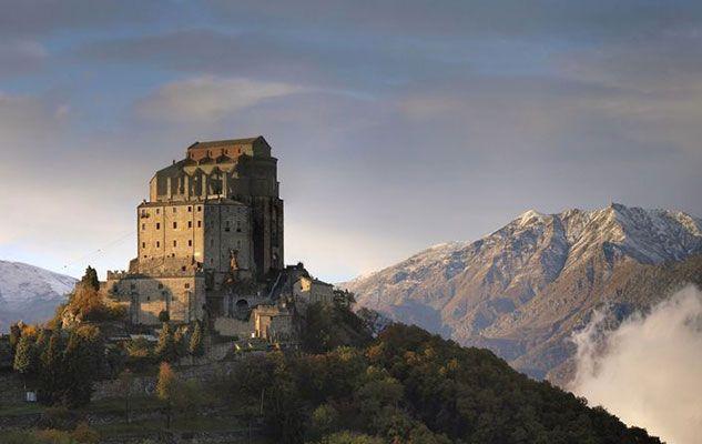 La Sacra di San Michele rappresenta uno dei luoghi più misteriosi e magici di tutto il Piemonte. L'edificio, costruito intorno all'anno 1000, si trova sul monte Pirchiriano nel comune Sant'Ambrogio, a …