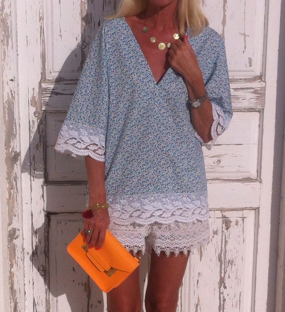 Lace and florals Yiorgos Koulasidis blouse and Sophie Hulme bag www.annamavridis.com