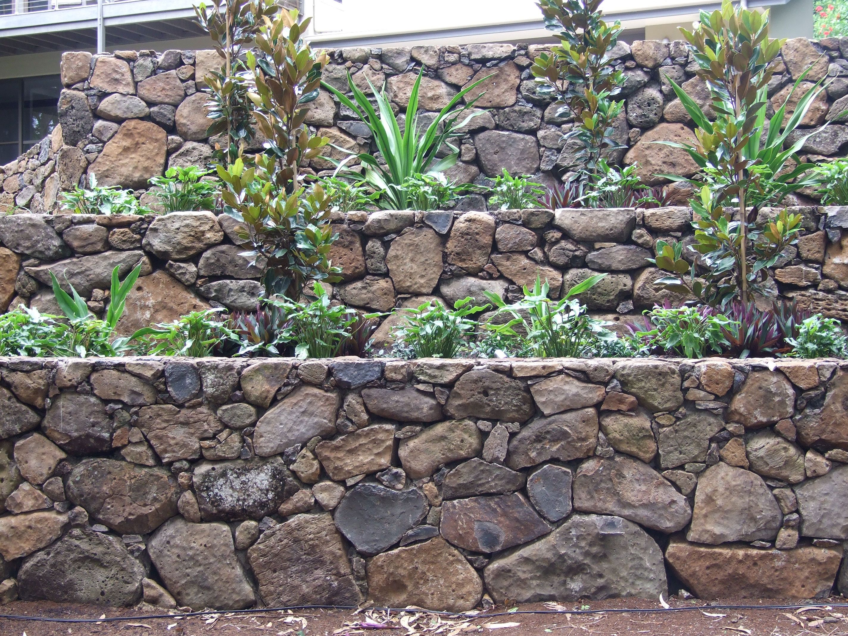 Rock Retaining Walls   Landscaping Design U0026 Construction