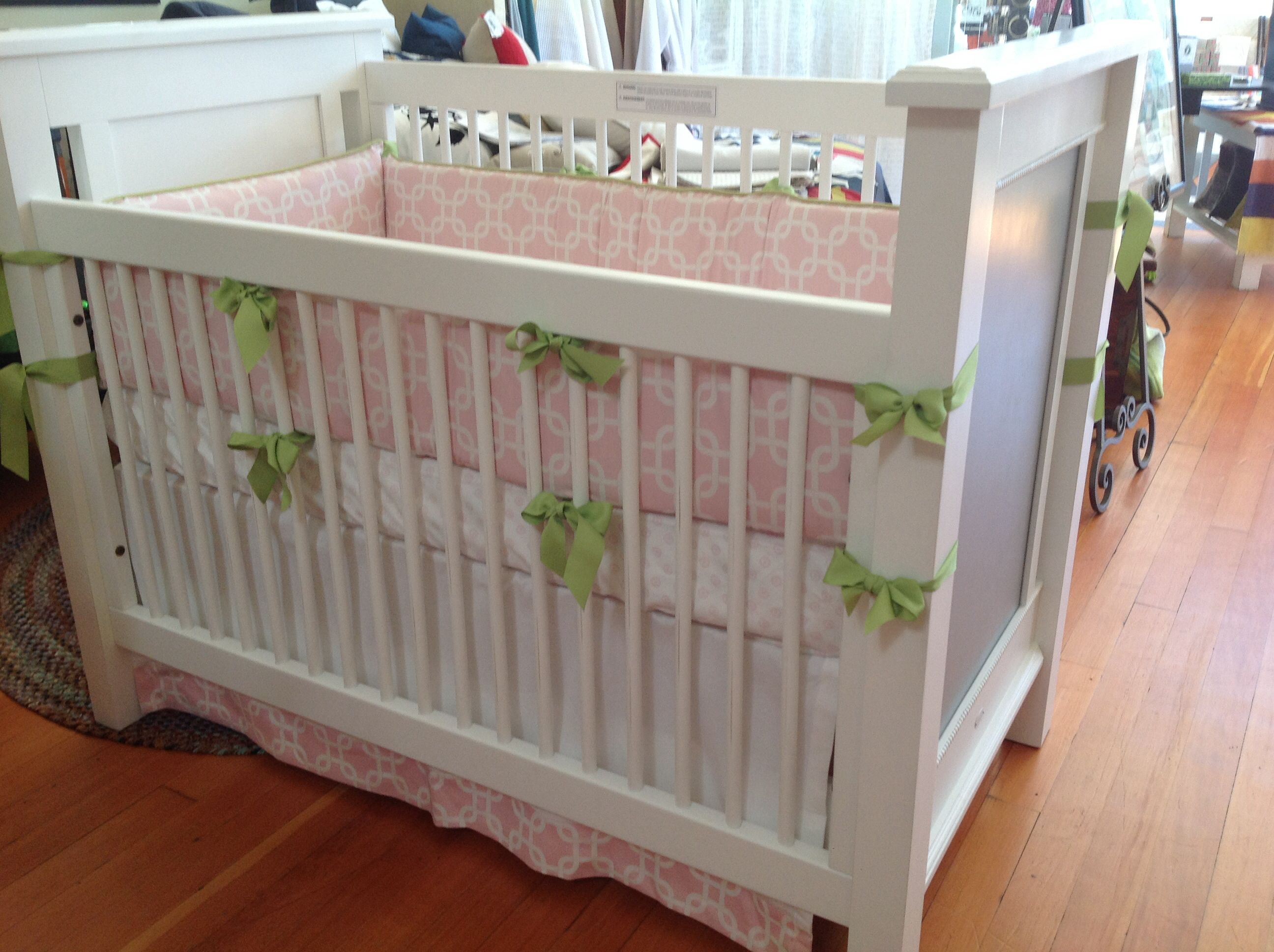 Newport Cottage Crib With Doodlefish Bedding. White And Grey Alexis Crib  With Pink Chain Link