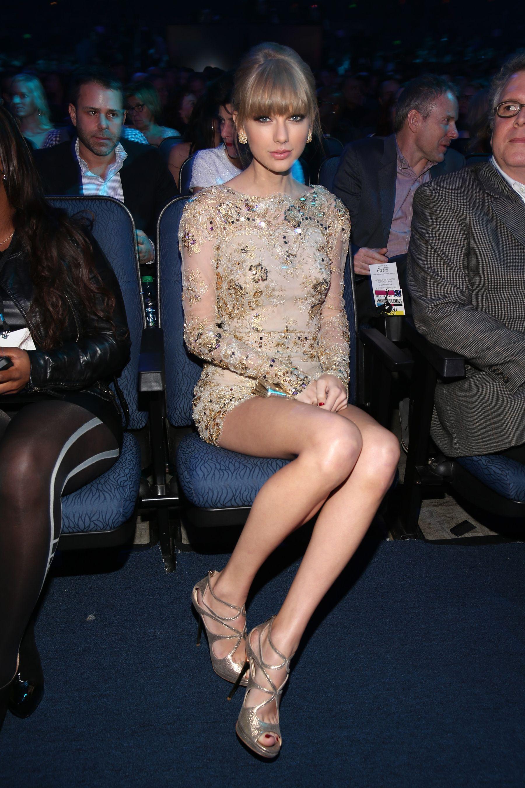 00eb0c3bd1416 16 Times Taylor Swift's Posture Was Nearly Inhuman   Shine bright ...