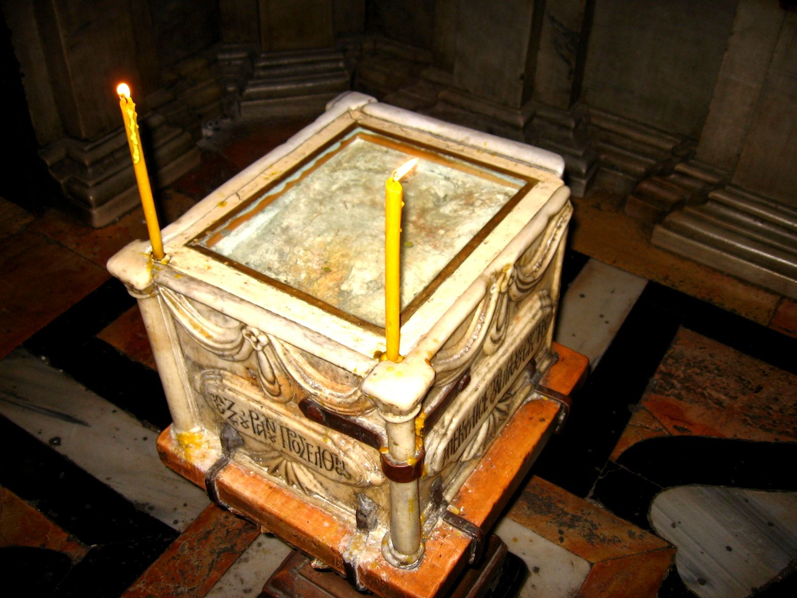 The Edicule of the Holy Sepulchre: chamber the Chapel of the Archangel with  the Holy Rock. A fragment of the Rock that was plac… | Jesus burial,  Church, Christ tomb