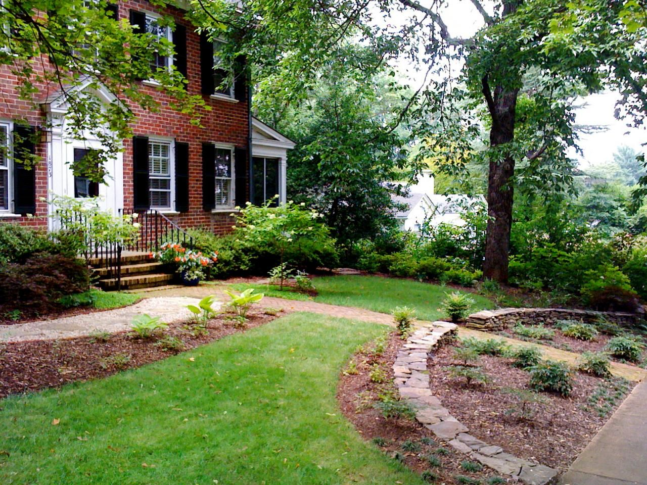 simple landscaping creates an inviting elegant scene on front yard landscaping ideas id=25647