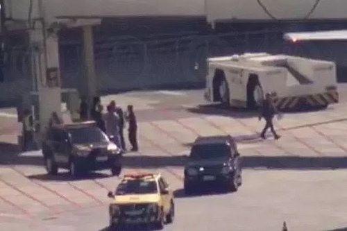 Eike Batista é preso em aeroporto do Rio de Janeiro: ift.tt/2jJT7UQ