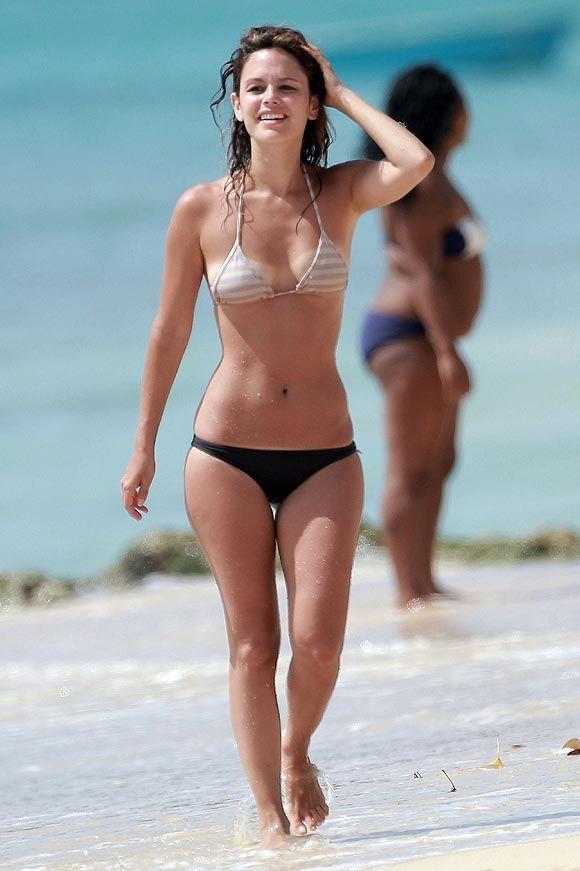 Alice Braga Moraes Born April 15 1983 Is A Brazilian Actress