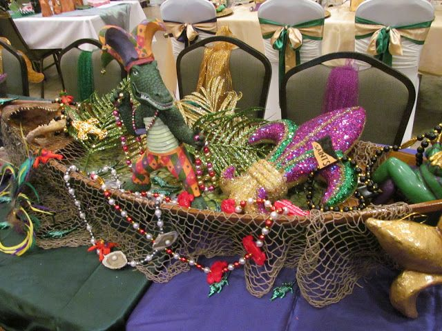 Cute  filled pirogue  table centerpiece, My Heart with Pleasure Fills