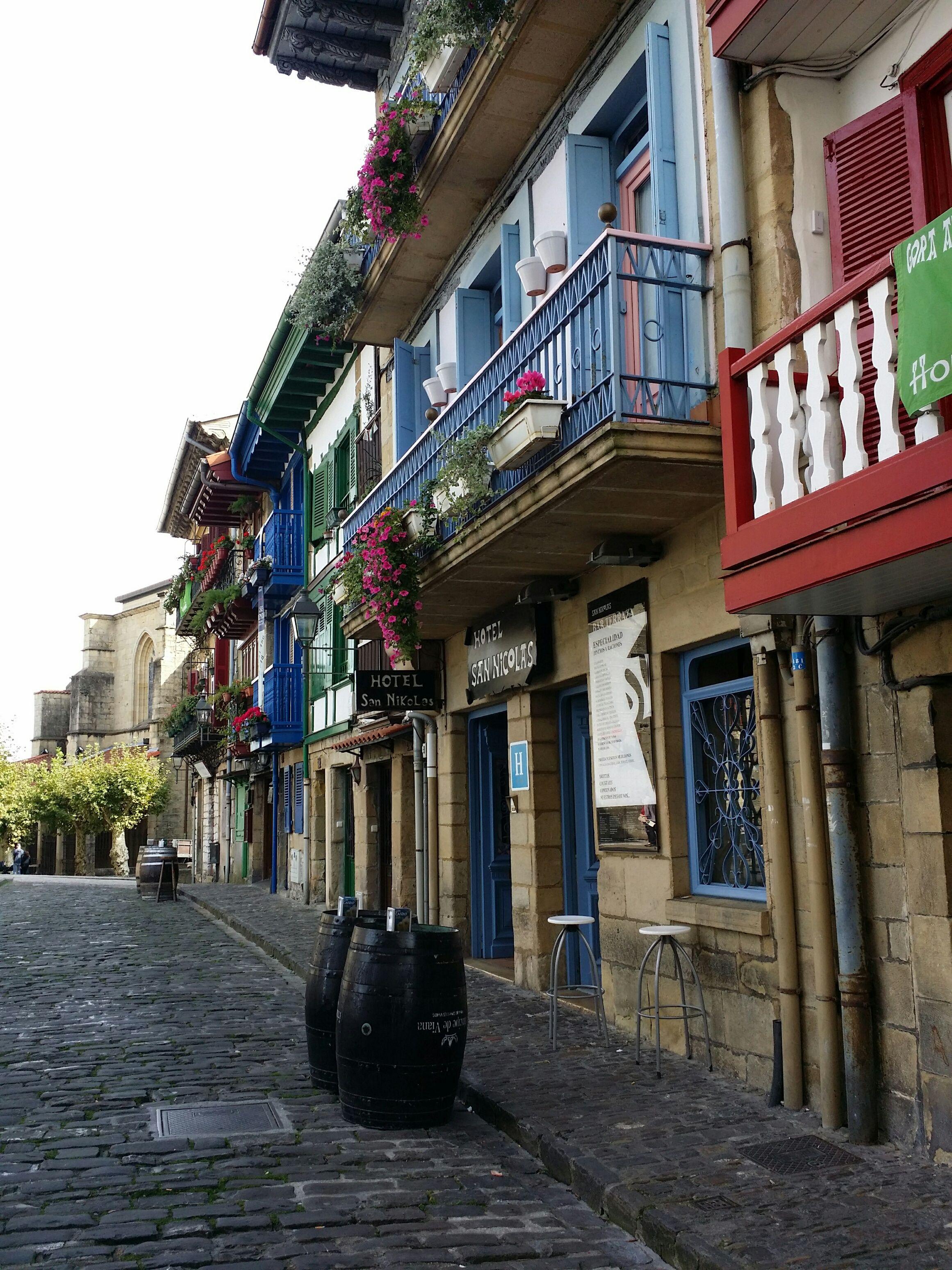 Hondarribia Uno De Los Pueblos Más Bonitos Del País Vasco Turismo País Vasco Pais Vasco Turismo País Vasco Viajar Por España