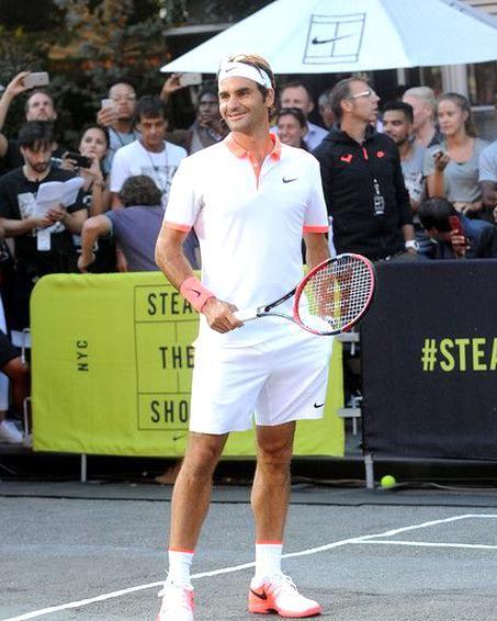 Roger Federer Photos - Nikes NYC Street Tennis Event - Zimbio