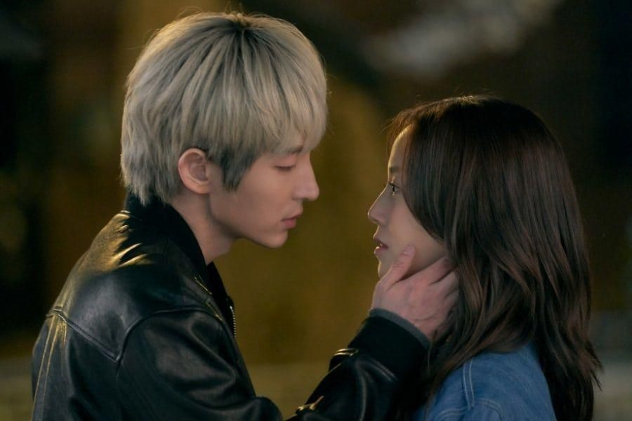 """Lee Joon Gi Captivates An Innocent Moon Chae Won With His Mysterious Aura In """"Flower Of Evil"""""""