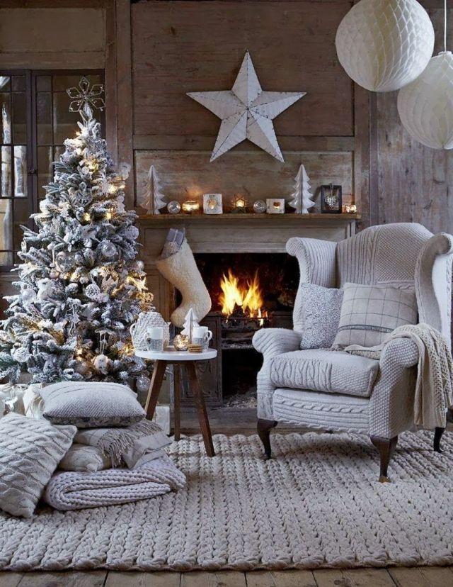 Decoration De Noel Originale 40 Idees En Argent Gris Et Blanc White Christmas Tree Decorations Christmas Living Rooms Winter Living Room